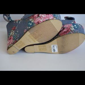 e15d52a21e7b Forever 21 Shoes - NWT Forever 21 Denim Blue Floral Wedges Size 8